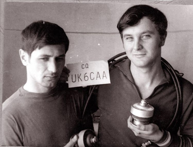 1975 г  Два Валентина ...слева UD6DGU - Валентин Камалеев, справа  Валентин