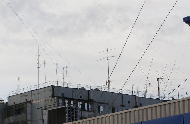 На крыше должны быть ТОЛьКО НАМ антенны!!!