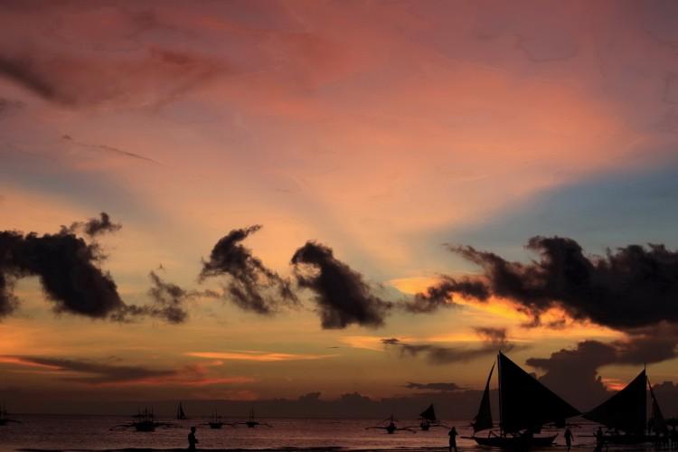 Закаты в тропиках на пляжах о. Боракай