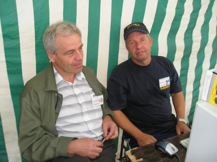 Громадное спасибо организаторам Анатолию RU3RA (справа)
