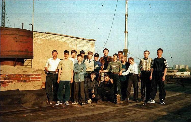 Приблизительно 1999 г. Крыша общежития №5 РРТИ. Коллектив RK3SWB.