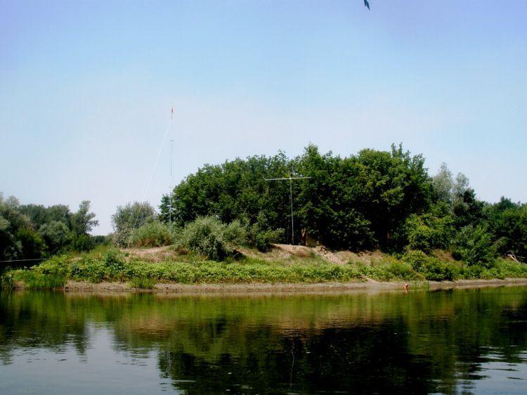 Вид на остров Тист с реки Северский Донец