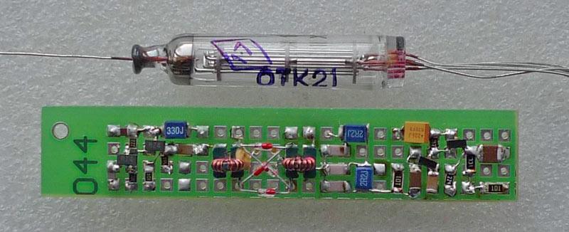 Новый узел содержит простой усилитель-формирователь на двух СВЧ транзисторах 2SC3356, смеситель на...