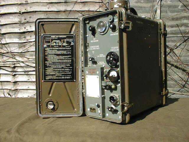 Радиостанция была построена по трансиверной схеме.  Это когда на прием и передачу используются одни и те же лампы.