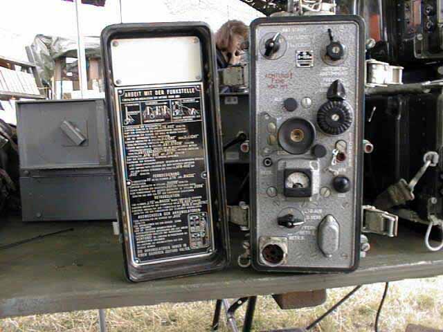 радиостанция Р-105М Радиостанции ранцевые, симплексные, собраны по трансиверной схеме на субминиатюрных стержневых...
