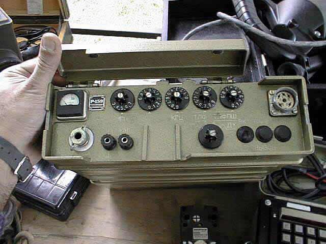 """Радиостанция  """"Р-159 """"  """"Р-159 """" - переносная полупроводниковая, симплексная, ранцевая УКВ ЧМ радиостанция."""